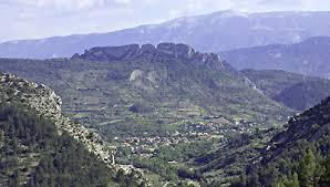 Le Pays de Buis-les-Baronnies est la terre d'élection des plantes aromatiques et médicinales, le royaume du tilleul, vous offrant le Mont-Ventoux comme horizon.
